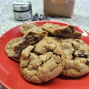 Cookies al gusto carruba e gocce di cioccolato